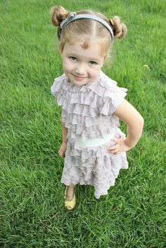 Ruffle fabric dress Sewing Ruffles, Ruffle Fabric, Baby Sewing, Ruffle Dress, Diy For Kids, Little Ones, Kids Outfits, Flower Girl Dresses, Wedding Dresses