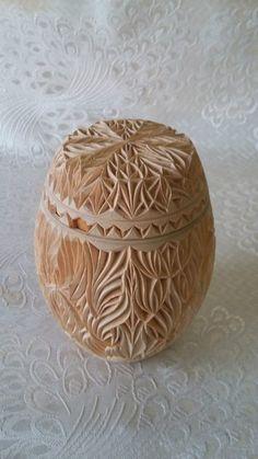 Фотография Chip Carving, Wood Carving Art, Carving Tools, Wooden Art, Wooden Boxes, Carved Eggs, Tree Sculpture, Dremel, Wood Design
