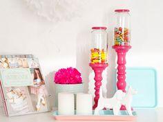 Un vaso nei colori pop per mettere le caramelle! Scoprite con noi come realizzarlo.