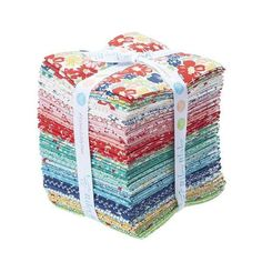 Vintage Happy 2 Fat Quarter Bundle Designed by Lori Holt for Riley Blake fabric. This bundle has 30 fat quarters. Fat Quarters, Vintage Floral Fabric, Vintage Fabrics, Vintage Cotton, Retro Vintage, Vintage Housewife, Bee In My Bonnet, Hand Applique, Riley Blake