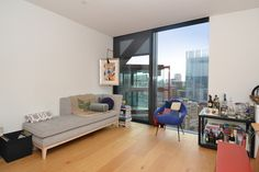 A contemporary two bedroom flat to rent in Bankside for £750 per week.This Eleventh floor apartment comprises open plan reception, high spec modern fitted kitchen, two double bedrooms with fitted wardrobes, en-suite to master and a family bathroom.