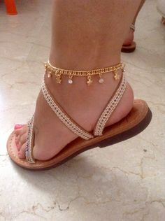 Foot bracelet with stars and stras