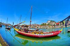 Porto, les bateaux devant le quai à Gaia 4