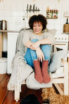 Thaba by Dawn Henderson from Making Stories - Issue Cosy accessories and comfortable garments that are inspired by loving and caring for ourselves, our community and our planet. Minimalist Pattern, Brooklyn Tweed, Knitting Magazine, Knitting Yarn, Cosy, Dawn, Community, Inspired, Patterns