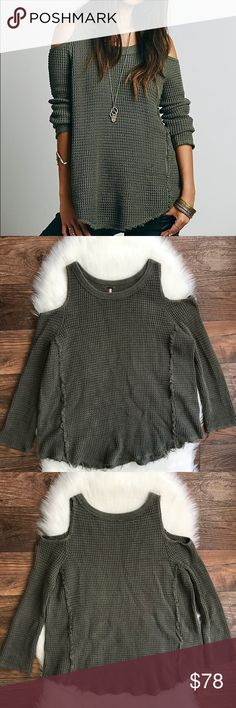 """Free People Sunrise Cold Shoulder Sweater M Green Bust: 24""""   (Armpit to Armpit) Length: 29""""  Raw edges; Frayed hem  Condition: No Rips; No Stains  100% Cotton   📦Orders are shipped within 24hrs! {Except weekends}📦  🚫No Trades🚫No Holds🚫 Free People Sweaters Crew & Scoop Necks"""