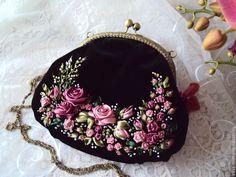 Wonderful Ribbon Embroidery Flowers by Hand Ideas. Enchanting Ribbon Embroidery Flowers by Hand Ideas. Embroidery Purse, Silk Ribbon Embroidery, Embroidery Designs, Beaded Purses, Beaded Bags, Vintage Purses, Vintage Bags, Diy Sac, Frame Bag