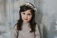 Floral Crown Floral Crown, Girls Dresses, Pearls, Flowers, Design, Fashion, Dresses Of Girls, Moda, Floral Wreath