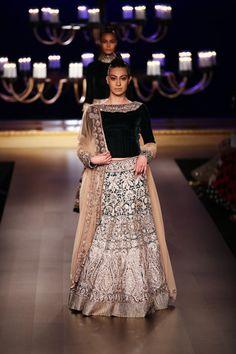 Regal Deep Green And Copper Gold Manish Malhotra Silk Wedding Lehenga Indian Bridal Wear, Indian Wedding Outfits, Pakistani Outfits, Indian Outfits, Indian Wear, India Fashion, Ethnic Fashion, Asian Fashion, Pakistani Couture