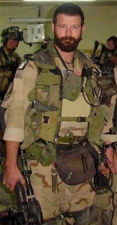 Robert Horrigan fought in some of the military's most significant battles. The Delta Force soldier was killed in Iraq in Sexy Military Men, Military Gear, Army Men, Army Guys, Outdoor Fotografie, Scruffy Men, Handsome Man, Military Special Forces, Hot Guys