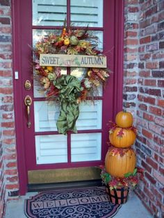We have such a small doorway entrance I never know how to decorate it and here's a cute example.