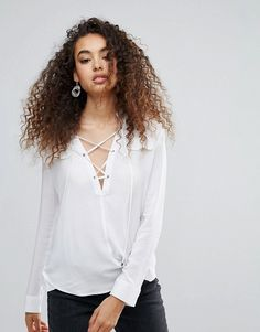 Get this Unique 21's looped blouse now! Click for more details. Worldwide shipping. Unique 21 Shirt With Tie Up Detail - White: Shirt by Unique 21, Lightweight woven fabric, V-neck, Lace-up front, Pocket detail, Dipped hem, Regular fit - true to size, Machine wash, 100% Viscose, Our model wears a UK 8/EU 36/US 4 and is 176cm/5'9.5 tall. (blusa con lazada, lazo, cinta, cintas, loop, looped, bluse mit spitze, blusa cruzada, chemisier avec nœud, blusa con fiocco, lazada)