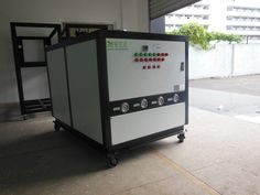 Industrial Air Chiller designed for full waterproof and anti-corrosion casing with anti-oxidation gas protection and welding process, cleaning highly in internal system, the heating exchange professional arrangement, in order to reduce wind resistance, contact with thermal resistance, high heating efficiency.
