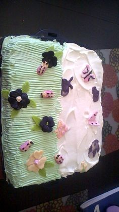 Little old) made a cake for her sisters Little Sisters, How To Make Cake, Birthday Cake, Cakes, Desserts, Food, Tailgate Desserts, Birthday Cakes, Deserts