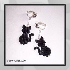 Černé kočky - Black cats @Lea Colombo Colombo Colombo Colombo Martin Jones Seed Bead Earrings, Beaded Earrings, Beaded Jewelry, Handmade Jewelry, Halloween Beads, Halloween Earrings, Cat Jewelry, Jewelry Crafts, Seed Bead Crafts