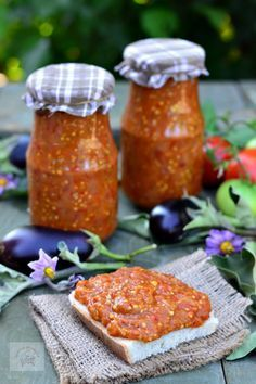 Zacusca de vinete - CAIETUL CU RETETE Veg Recipes, Canning Recipes, Vegetarian Recipes, Snack Recipes, Healthy Recipes, Hungarian Recipes, Russian Recipes, Romania Food, Good Food