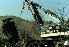 SR Derrick picks up a toasted SD35 at Daisy , Tn 1981