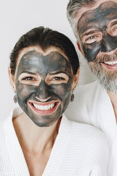 We Are Tan Skin. Look More Youthful With A Few Skin Care Tips. Good skin care is not just about looking attractive. Strategies that give you beautiful skin are often the same actions that improve your health as well. Diy Charcoal Mask, Imagenes Mary Kay, Chocolate Face Mask, Skin Mask, Face Skin Care, Tan Skin, Rosacea, Face Cleanser, Skin Treatments