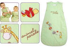 Unsere kürzliche Kundenumfrage hat uns tolle Einblicke gewährt. Viel geäußerte Kundenmeinung war, dass ein neutraler Baby Schlafsack nicht immer cremefarben oder weiß sein muss. Somit haben wir lindgrün für unser neuestes Design 'Animal Parade' gewählt.