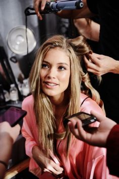Supermodel beauty tips backstage at Victoria's Secret! Photos by Nina Westervelt/MCV Photo.