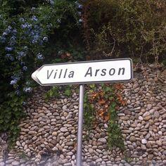 En route vers la villa Arson #art #nice Nice, Contemporary Art, Villa, Instagram Posts, Contemporary Artwork, Fork, Villas, Modern Art