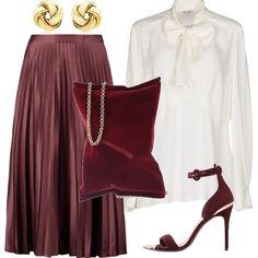 Look raffinato per una cerimonia: gonna longuette plissettata indossata con una camicia bianca. Scarpe e borsa coordinati e dei semplici orecchini d'oro per completare il tutto.