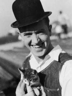 """Arthur Stanley """"Stan"""" Jefferson with hsi kitty he was known as Stan Laurel from Laurel and Hardy (1890 - 1965)"""