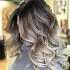 50 Amazing Balayage Highlights and Haircolors To Try 2019 – Kornelia Beauty 50 Amazing Balayage Highlights and Haircolors To Try 2019 balayage hair brunette; dark and straight balayage hairstyles; Ombre Blond, Ombre Hair Color, Hair Colors, Blonde Curly Hair, Curly Balayage Hair, Cool Toned Blonde Hair, Short Blonde, Dark Blonde, Balayage Highlights