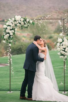 Gorgeous and simple floral altar. View the full wedding here: http://thedailywedding.com/2016/05/14/timeless-silverleaf-country-club-wedding-krista-matt/