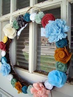 love this ecclectic wreath!