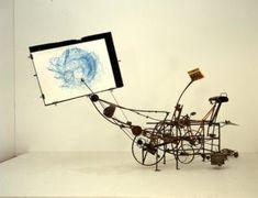 Les élèves doivent fabriquer une machine unique, qui n'existe pas encore et qui a une fonction précise, uniquement avec des matériaux de récupération. A vous de découvrir ces extraordinaires machines... Image : Jean Tinguely, Cyclograveur, sculpture,...