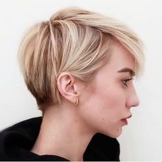 Blonde Pixie Cut - 90 Classy and Simple Short Hairstyles for Women over 50 - The Trending Hairstyle Short Pixie Haircuts, Short Hairstyles For Women, Layered Hairstyles, Blonde Pixie Haircut, Long Pixie Hairstyles, Haircut Short, Girls Pixie Haircut, Short Blonde Pixie, Edgy Pixie