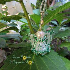 Angioletto realizzato con perline di precisione Miyuki e mezzi cristalli; perla Swarovski;  gancio in metallo anallergico  nichelfree  #ciondolo #gioielli #LauraSolerte#handmadejewelry #jewelry #pendant #babybirth#babybirthjewelry #angel #ibijouxdelsole