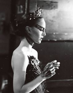 Natalie Portman photographed on the set of 'Black Swan' Black Swan Movie, Black Swan 2010, The Black Swan, Street Dance, Keira Knightley Natalie Portman, Natalie Portman Black Swan, Couple Halloween Costumes For Adults, Couple Costumes, Disney Costumes