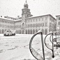 Neve in Piazza Grande, Modena - Instagram by framala76