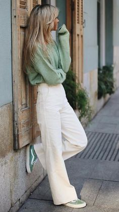 The perfect spring look photo Paula Argelles fashion beauty Fashion Mode, Look Fashion, Fashion Beauty, Womens Fashion, Elegance Fashion, Classic Fashion, Spring Summer Fashion, Spring Outfits, Autumn Fashion
