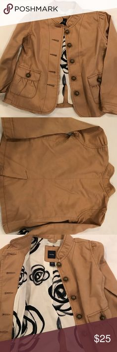 Gap khaki jacket Gap military inspired khaki jacket with an amazing black & cream lining. Roll up the sleeves to show it off!😜 amazing used condition. Teeny tiny blemish near armhole hard to notice. GAP Jackets & Coats Pea Coats