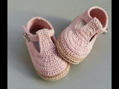 Best 12 Hilaria crochet projects crochet wrap around button baby boots by รำพึง เพิ่มพูล salvabrani salvabrani – Artofit – Page 474989091948788201 – SkillOfKing. Knitted Booties, Booties Crochet, Crochet Slippers, Crochet Baby Sandals, Crochet Baby Clothes, Crochet For Kids, Diy Crochet, Baby Boots, Women's Boots