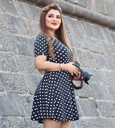 Beautiful Girl Photo, Beautiful Girl Indian, Cool Girl Pictures, Girl Photos, Indian Actress Photos, Stylish Girl Images, Local Girls, Beautiful Bollywood Actress, Dress Suits