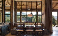 Une maison au design sombre dans la Napa Valley - PLANETE DECO a homes world Napa Valley, Cottage Design, House Design, Wooden Cottage, Wooden House, Cabin In The Woods, Interior Design Portfolios, Dining Furniture, House Tours