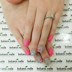 Resultado de imagen para botanic nails Nail Art Rhinestones, Rhinestone Nails, Toe Nail Color, Nail Colors, Botanic Nails, Valentine Nail Art, Valentines, Wide Nails, Nautical Nails