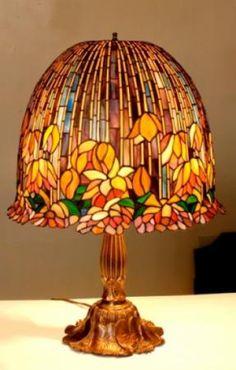 Lámpara de vitrales tridimensional