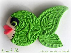 Polymer clay Fish Magnet by Liat R, via Flickr Polymer Project, Polymer Clay Projects, Polymer Clay Fish, Ceramic Fish, Crafts For Kids, Diy Crafts, Fish Design, Clay Figures, Air Dry Clay