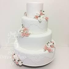 Resultado de imagem para bolos cenográficos para casamento com flores