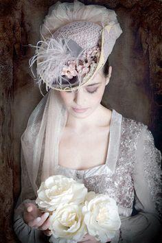 Novia barroca - #Tocados y #sombreros en @BijouPrivee