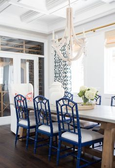 Chic coastal casual dining room by Design: Studio-McGee Photo: Tessa Neustadt Dining Room Blue, Dining Room Design, Coastal Dining Rooms, Dining Room Drapes, Suite Home, Chippendale Chairs, Studio Mcgee, Dining Room Inspiration, Design Inspiration