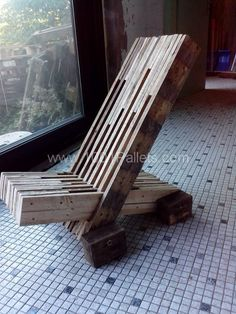 Pallets chair, it doesn't look the right height or is designed to be like a deck chair but I like the construction...