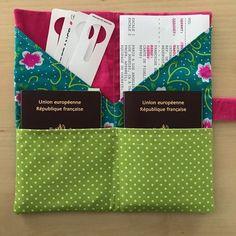 La pochette de voyage TIKEHAU est idéale pour ranger tous les documents nécessaires au voyage (billets d'avion, de train, passeports, pièces d'identité...). Très pratique, les documents de toute la famille sont réunis dans une seule pochette !