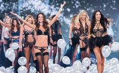 Models Adriana Lima and Alessandra Ambrosio lead out the models as they walk the runway at the annual Victoria's Secret fashion show at Earls Court on December 2014 in London, England. Victoria Secret Angels, Moda Victoria Secret, Victoria Secret Fashion Show, Victoria Secrets, Alessandra Ambrosio, Modelos Da Victoria's Secret, Victoria's Secret Models, Interview, Vs Fashion Shows