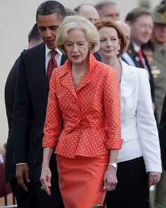 Quentin Bryce has mastered the art of timeless style, forgoing mother-of-the-bride-style attire in favour of sleeveless dresses and fitted pants suits. The first female Governor General has is so elegant Advanced Style, Style And Grace, Professional Women, Aging Gracefully, Fashion Over 50, Looking For Women, Timeless Fashion, Style Icons, Personal Style
