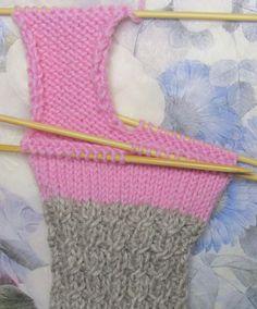 Sukat, helppo nauhakavennuskantapää | Punomo Knitting Socks, Lunch Box, Cross Stitch, Tricot, Tights, Knit Socks, Punto De Cruz, Sock Knitting, Bento Box
